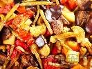 Рецепта Постен тюрлю гювеч без месо с патладжани, тиквички, чушки, картофи, зелен боб (фасул) и бамя в йенска тенджера (стъкло)